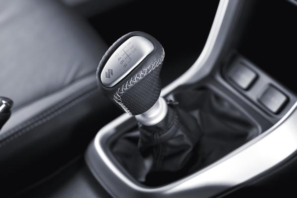 Alu/Black Leather Gear Knob - S-Cross (6-Speed)
